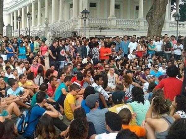 Manifestantes no centro de Salvador. (Foto: Facebook)